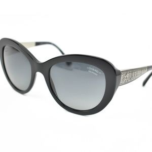 "CHANEL: Black & ""CC"" Logo Polarized Sunglasses zs"